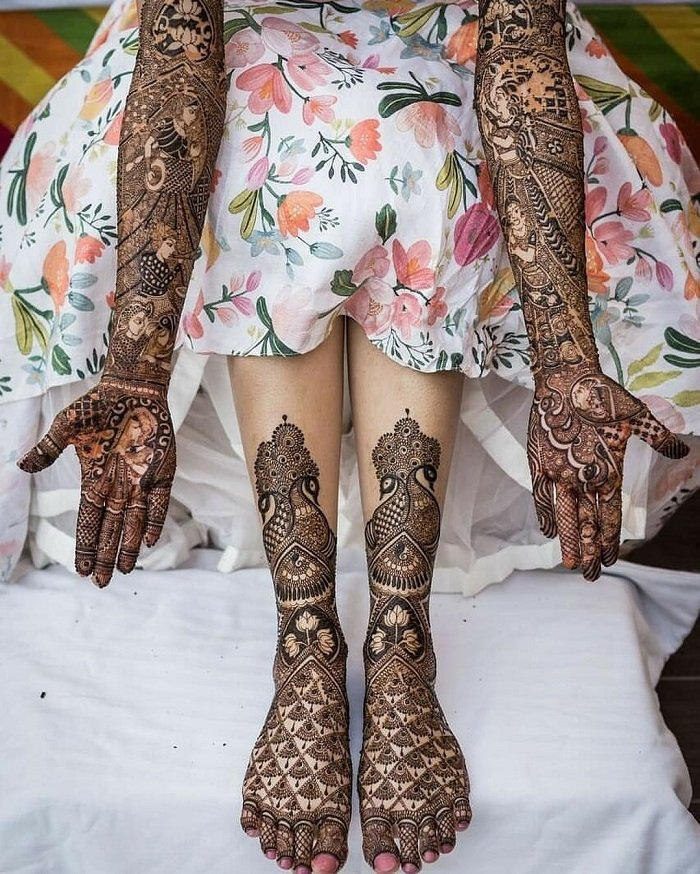 chequered mehndi design filled with beautiful flowers