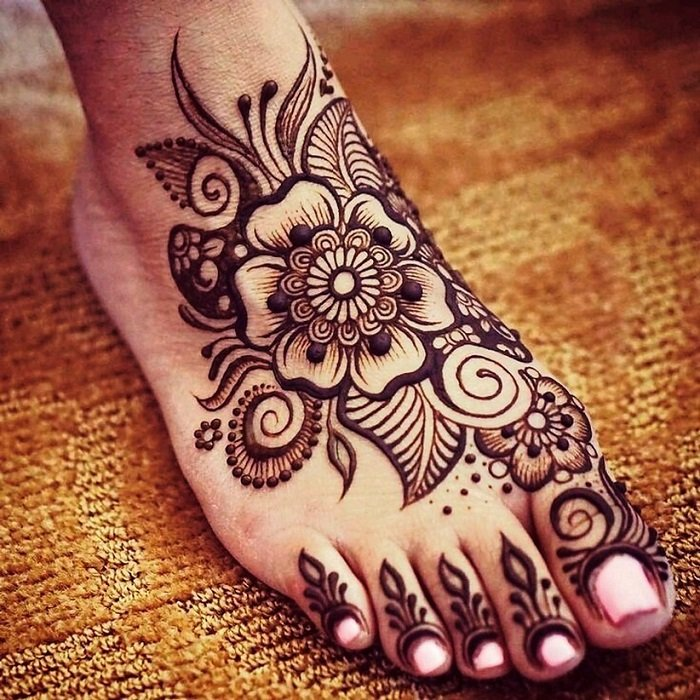Floral Arabic mehndi design with motifs and leaves for legs.