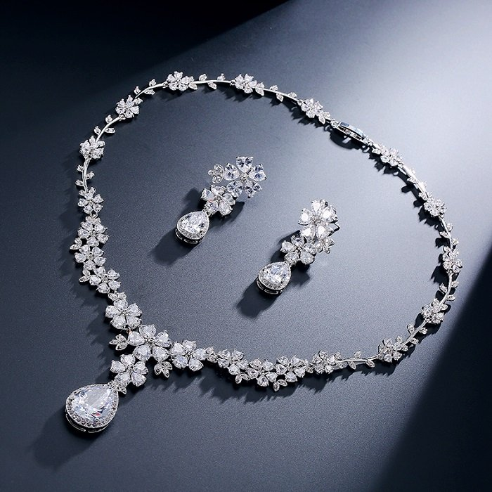 Jewellery set to gift your wife in this karwa chauth
