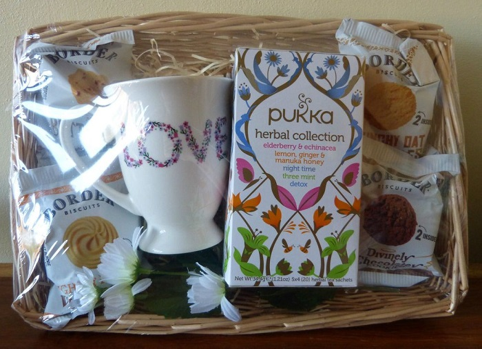 A customized Diwali gift hamper for your mother